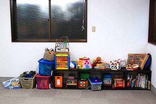 おもちゃの棚